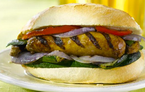 sausage-in-bun-with-grilled-vegetables